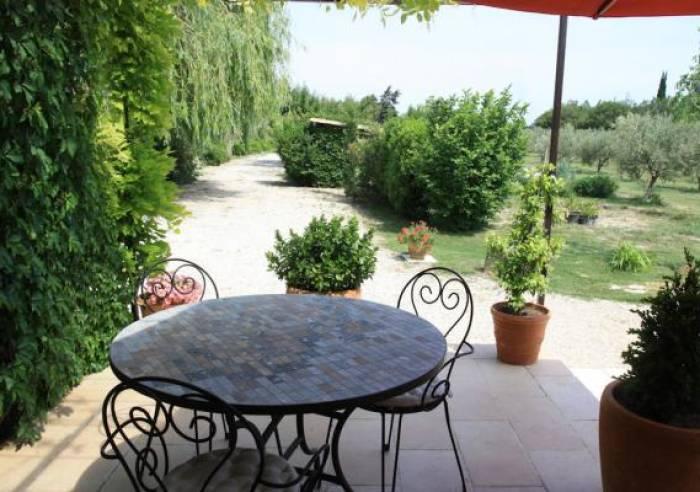 Le jardin de la bastide meubl s et g tes jonqui res for Bastide au jardin secret
