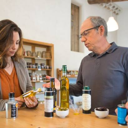 Commented tasting of olive oils at the