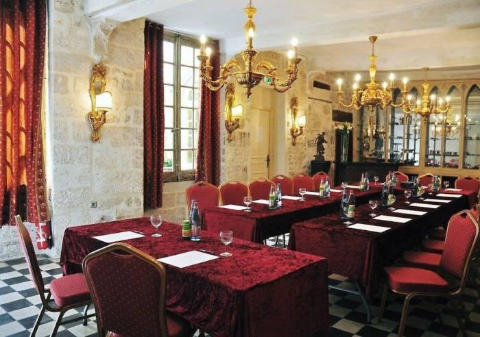 Hôtel Restaurant du Palais des Papes and Restaurant le Lutrin